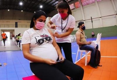 Continúa aplicación de primera dosis a personas de 20 años en adelante y embarazadas