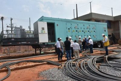 ANDE trabaja en mantenimiento a líneas de media tensión en Central