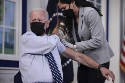 Joe Biden recibió la tercera dosis anticovid