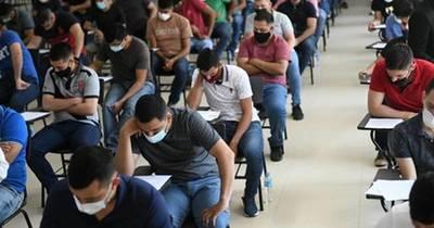 La Nación / Revisan 1.365 exámenes tras denuncias de postulantes a 179 cargos en Itaipú