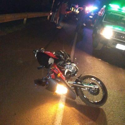 Motociclista fallece tras aparente caída por excesiva velocidad