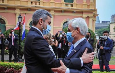 Piñera anunció que Chile donará 100 mil dosis anticovid al país