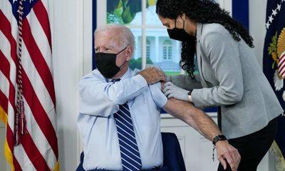 Joe Biden se aplicó la tercera dosis de la vacuna anticovid