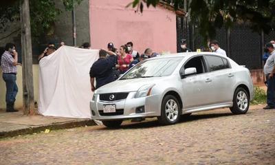 Sicarios atacaron a balazos un auto y matan a capitán de navío en San Lorenzo