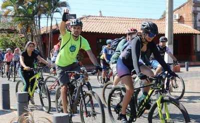 Exitoso paseo en bici por sitios históricos de Luque •