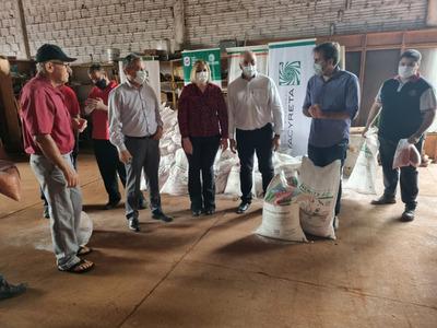 Pequeños productores de Itapúa reciben kits de siembra de rubros de consumo y correctivos agrícolas