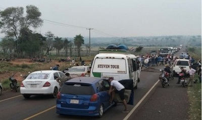 Cierres intermitentes de rutas se registran en varios puntos del país