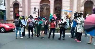 """La Nación / Artistas protestan contra nombramiento de """"Cachito"""""""
