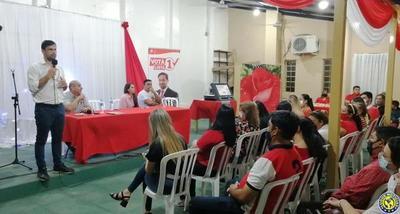 Conversatorio entre candidato a concejal y docentes en Luque •