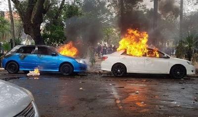 Policía recurre a vídeos para identificar a incendiarios de vehículos frente al Congreso