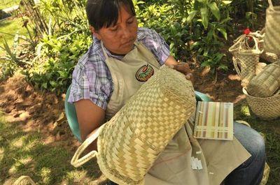 Mujeres Qom inauguran casa de artesanía