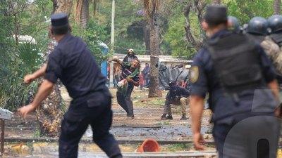 """Crónica / En medio del sarambí, se aprobó polémica """"ley invasión"""""""