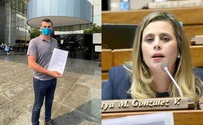 Candidato a concejal presenta pedido de pérdida de investidura de la diputada Kattya González