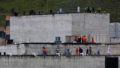 Autoridades elevan a más de 100 la cifra de muertos tras el motín en una cárcel de Ecuador