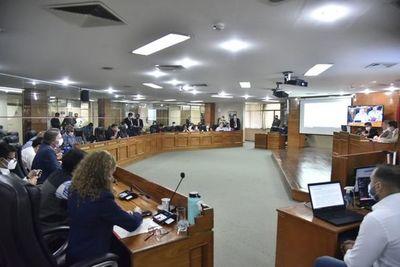 Intendente Ojeda aún puede vetar el rechazo al aumento salarial, advierten