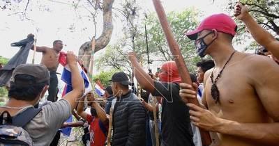 La Nación / Protesta indígena sin sentido, nueva ley protege sus tierras