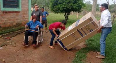 Único excombatiente de Itapúa recibe de regalo su anhelada heladera