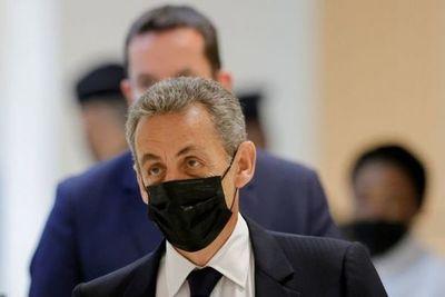 El ex presidente francés Nicolas Sarkozy fue sentenciado a un año de prisión por financiamiento ilegal de su campaña