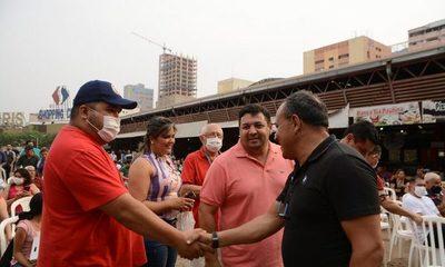 Municipalidad de Ciudad del Este entrega contratos a trabajadores de la vía pública – Diario TNPRESS