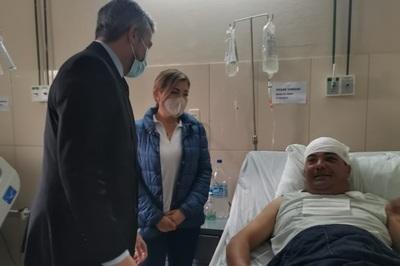 Presidente Abdo visitó a policías heridos durante manifestaciones