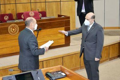 Ruffinelli, decano de Derecho UCA, jura como miembro del Consejo de la Magistratura
