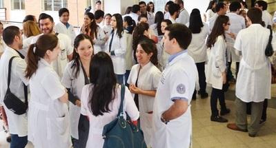 Gobierno propone compensación salarial y carrera sanitaria para profesionales médicos