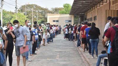Covid-19: Masivas quejas en distintos vacunatorios de Asunción