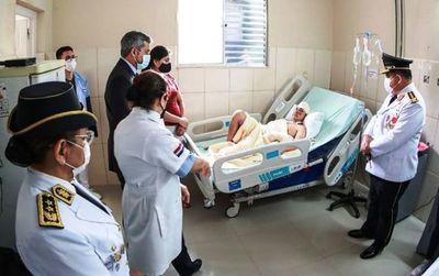 Abdo visitó a policías heridos tras disturbios en Asunción •