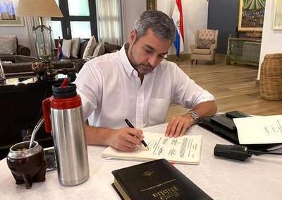 Abdo promulga ley que eleva penas a 10 años de cárcel a invasores de tierra •