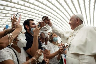 El papa pide que se escuche y no defrauden a los jóvenes que piden cambios