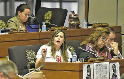 Colorados a favor de mayor pena a invasores son hipócritas, dice Kattya González