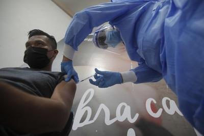 Se inicia en Panamá la vacunación anticovid para turistas