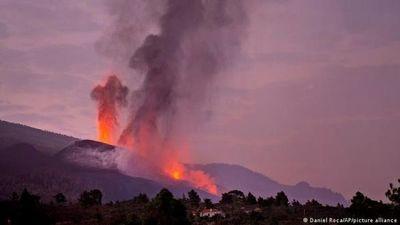 Volcán de La Palma expulsa nueva colada de lava muy líquida