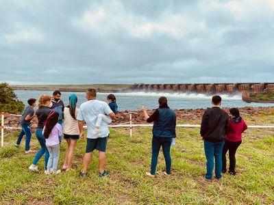 Yacyretá recibe a las primeras delegaciones de visitas tras la reapertura de sus circuitos turísticos