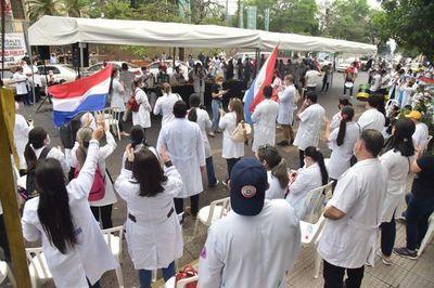 Médicos siguen de huelga ante falta de respuestas del Gobierno