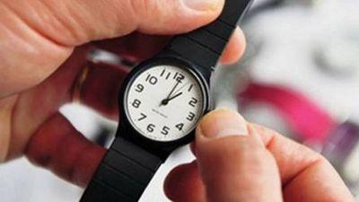 A medianoche se adelantan los relojes