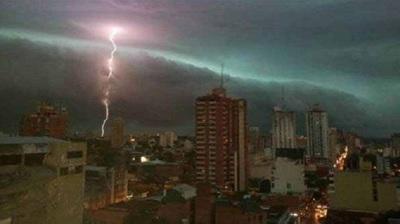 Nueva alerta por tormentas rige para seis Departamentos