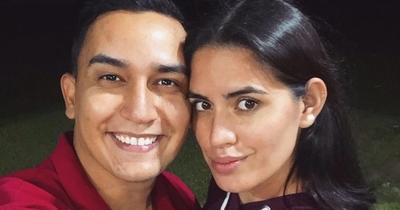 Mariano López muestra cómo se divierte en la cama con su esposa