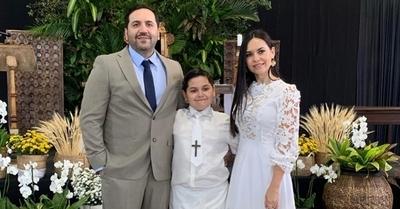 Meli Quiñónez y Julián Crocco celebran la Primera Comunión de su hijo