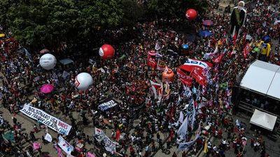 Por primera vez la izquierda y el centro se unen contra Bolsonaro