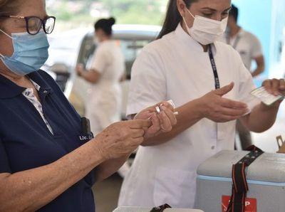 Vacunación anticovid casa por casa comenzará antes de fin de año