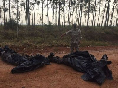 Hallan dos cadáveres envueltos en carpa en la frontera