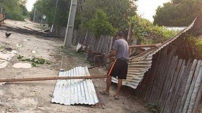 Temporal deja destrozos en Puerto Casado