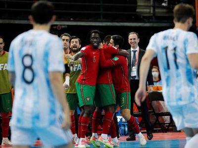 Argentina pierde la cima con polémica