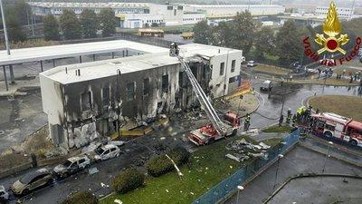 Un avión privado se estrella contra un edificio cerca de Milán