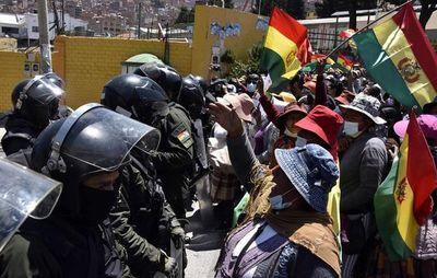 Choques entre la Policía boliviana y cocaleros opositores al Gobierno