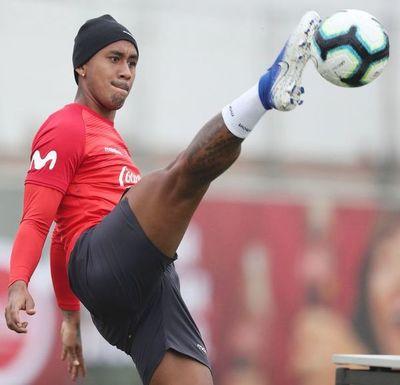 Renato Tapia se ve bien para jugar contra Chile, pese a sobrecarga muscular
