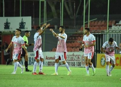 Con doblete de Sasá, San Lorenzo frenó a Tacuary