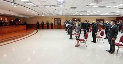 La Nación / Juraron magistrados electorales