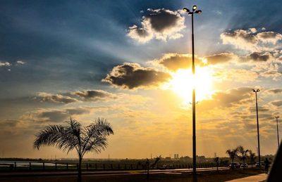 Se pronostica un día fresco a cálido con vientos del sureste